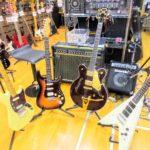 中古楽器コーナーより、フェンダーUSA  ムスタング 、グレッチ COUNTRY CLASSIC Ⅱ等珍しいギターが入荷致しました!