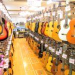 クラシックギター&ミニアコ等の各種ギター続々入荷中!